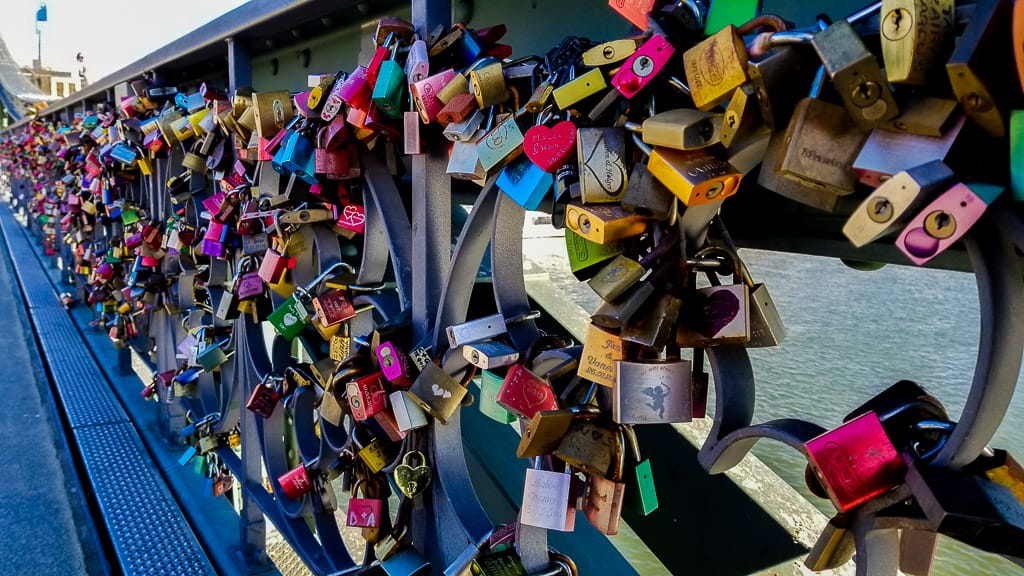 Love locks on Eiserner Steg
