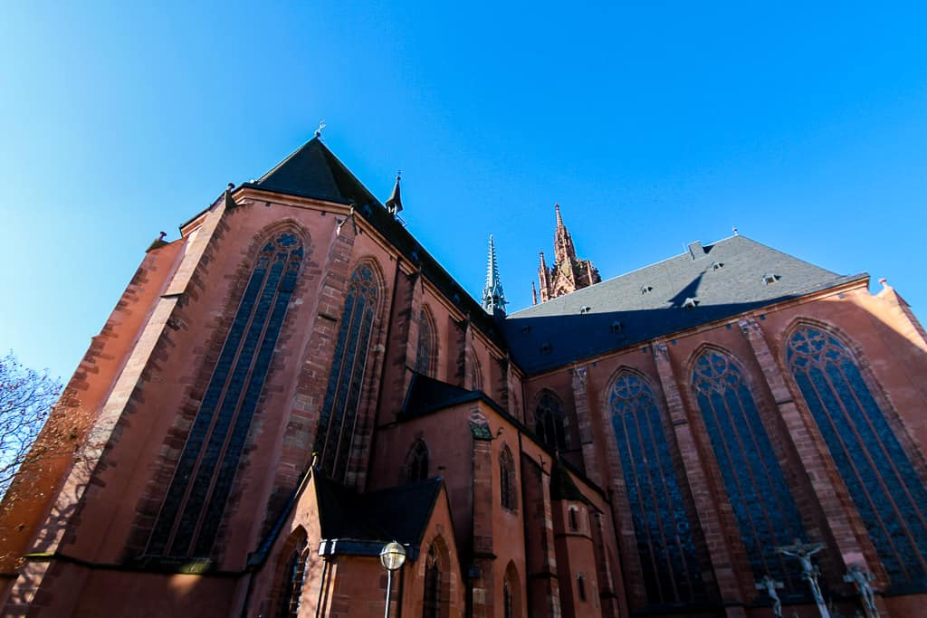 Looking up at Frankfurt Cathedral from below