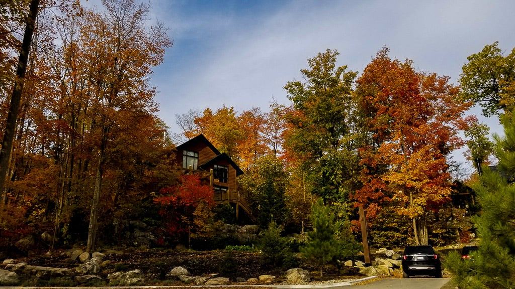 Visiting an outdoor spa is one of the things to do in Ontario this fall