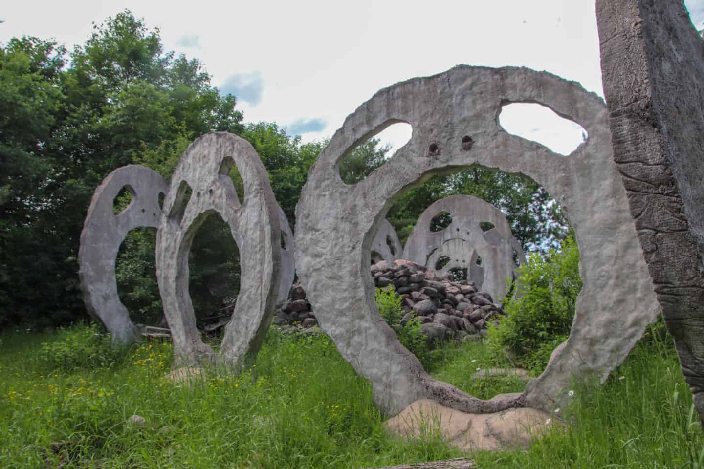 Toronto Day Trips: Visiting the Screaming Heads in Burk's Falls, Ontario