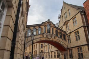 Wide shot of the Bridge of Sighs in Oxford