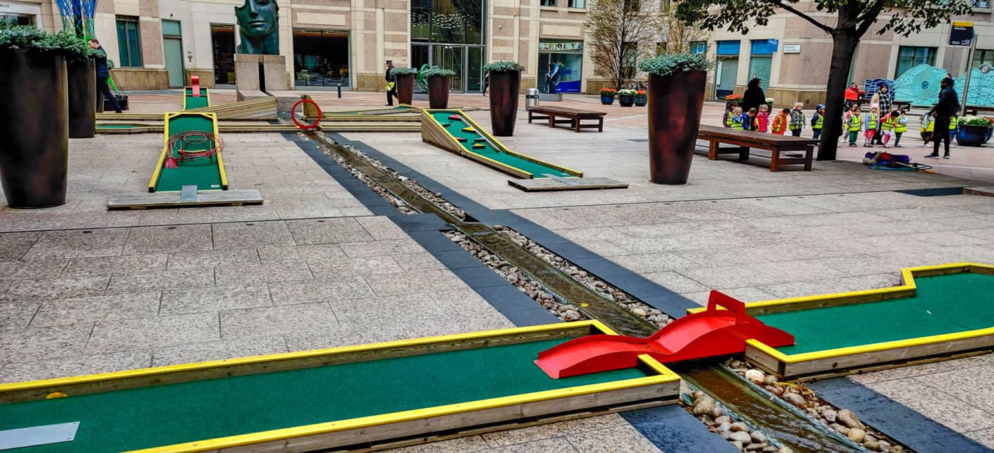 Mini Golf in Columbus Square in Canary Wharf